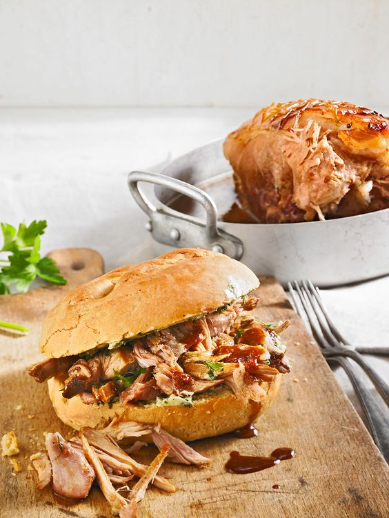 Pulled-Pork-Burger mit Sauce