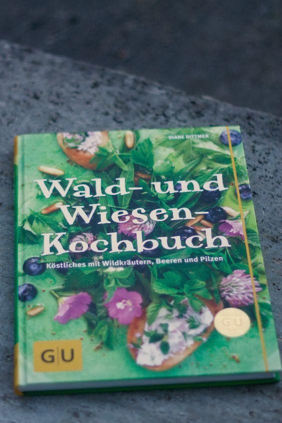 Ein neues Buch in meinem Regal: Da wird es bald noch grüner in meiner Küche - weil die vielen Kräuterbilder einfach wahnsinnige Lust aufs Kochen machen!