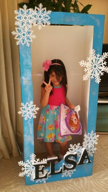 Theme: Disney's Frozen. Child sized doll box for photobooth.