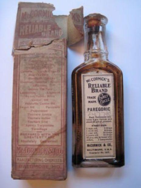 McCormick paregórico (opio) para lactantes y adultos.  Supongo que el opio es un TIPO de especias, ¿verdad?  Por cierto, esta maravillosa curiosidad estaba en eBay la semana pasada.