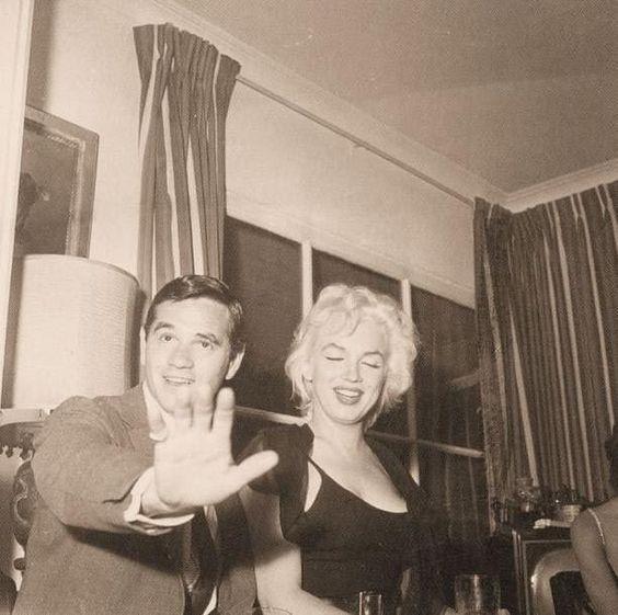 Milton Greene & Marilyn http://under-overground.com/marilyn-monroe-a-new-york.html