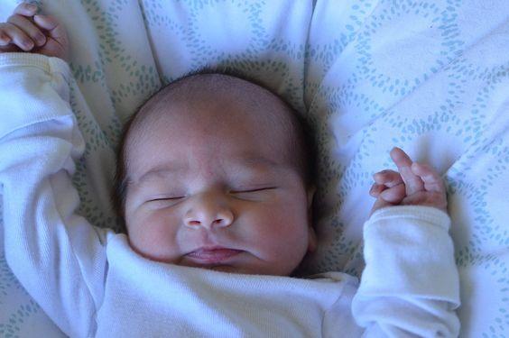 Los bebés con bajo peso o sobrepeso al nacer y de lento crecimiento en la infancia pueden ser propensos para desarrollar trastornos de la vista y de la audición al llegar a la mediana edad. Un estu…