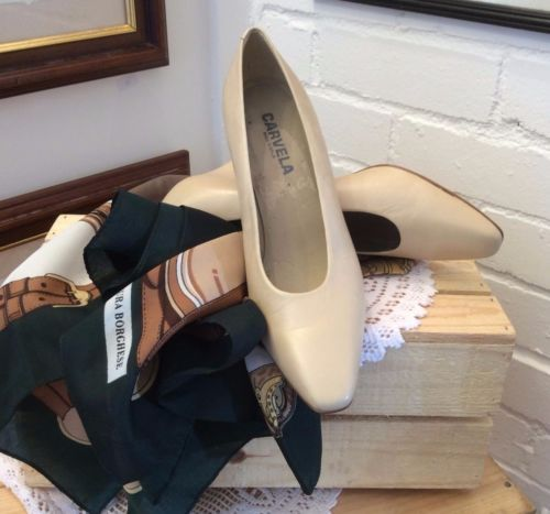 Cream-Leather-Upper-Court-shoe-by-Carvela-size-US-8-UK-6  ..UP FOR AUCTION on......http://stores.ebay.co.uk/Karens-Vintage-Point