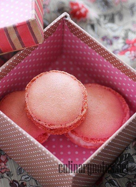 Как приготовить розовые макаруны с клубникой