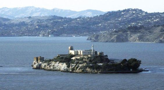 Fuga de Alcatraz un enigma de 50 AÑOS:      http://www.lostiempos.com/oh/actualidad/actualidad/20120610/fuga-de-alcatraz-un-enigma-de-50-anos-_174195_366934.html