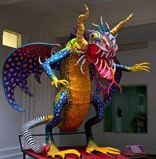 Alebrijes: Artesanía popular mexicana, elaborada con cartonería o papel maché creando seres fantásticos