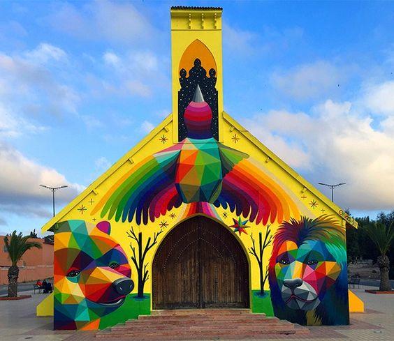 Hace poco tiempo vimos como el artista español Okuda San Miguel pintó el interior de una iglesia abandonada convertida en skate park. Hoy te mostramos otra
