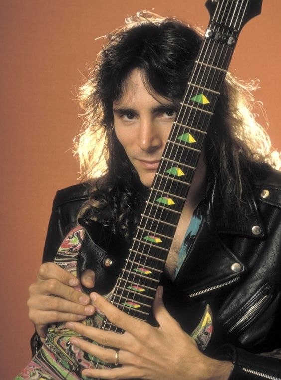 Steve Vai (June 6, 1960) American guitarist, o.a. known from the band Motorhead.