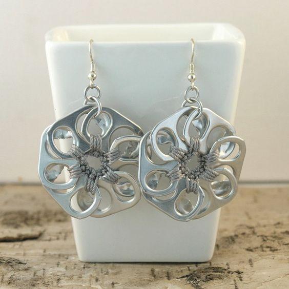 Tabsolute: 214 Metal grey pop tab flower earrings