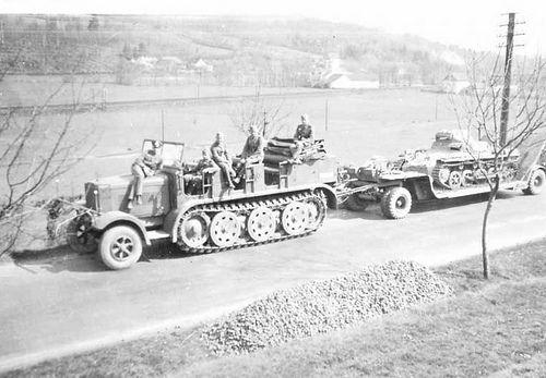 609 German Sd.Kfz. 7  Halftrack.  The Sd.Kfz. 7 (Sonderkraftfahrzeug 7) was a half-track military vehicle used by the German Wehrmacht, Luftwaffe and Waffen-SS during the Second World War.