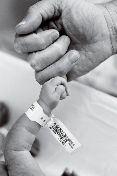 Conversamos com quatro profissionais especializados em fotografia infantil e de parto para saber quais registros você não pode deixar de fazer no dia do nascimento do seu bebê. Confira as dicas::