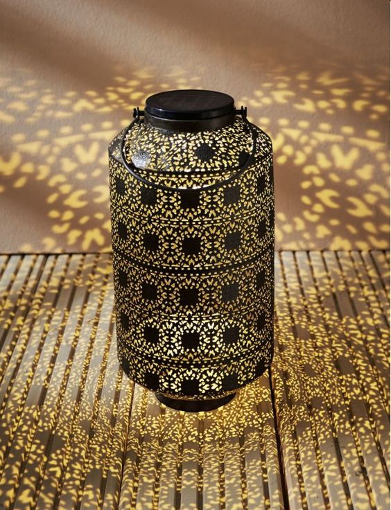 Ein Traum von 1001 Nacht.  Solarleuchte Oriental Braun  https://www.gartenxxl.de/Solarleuchte-Oriental-Braun/Laternen/Ausstattung/p-1723878000