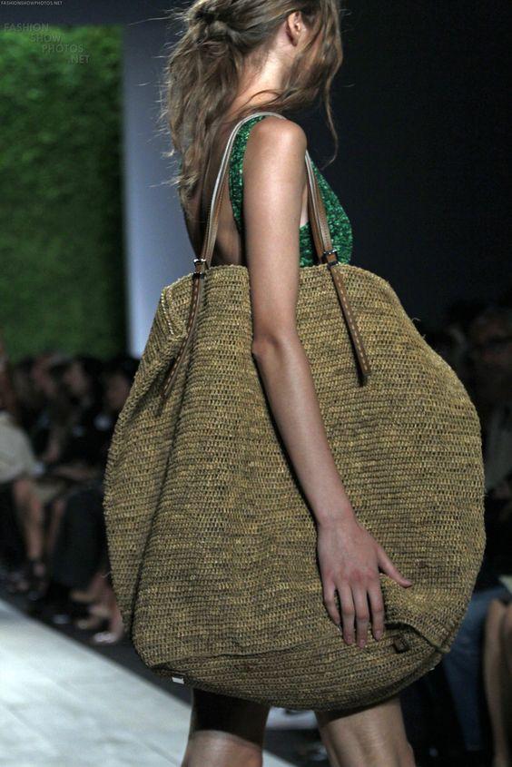 Esto si es un bolso exajeradamente grande