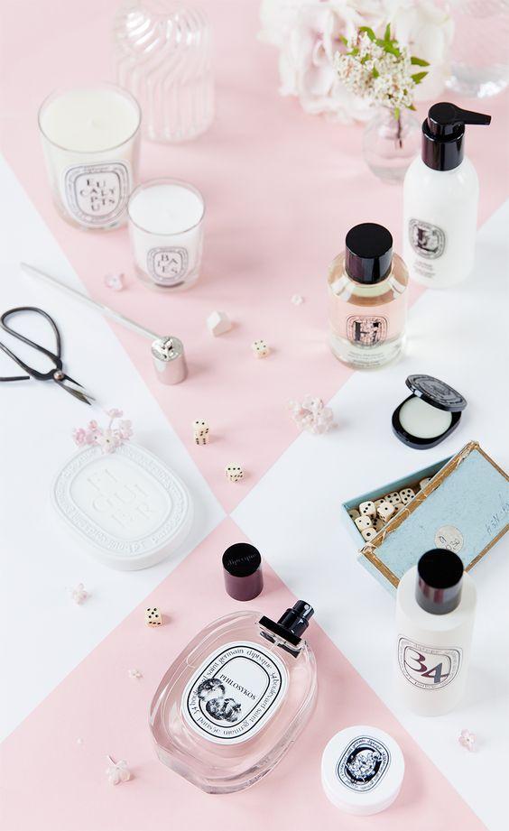 Inspiration couleur et ambiance pour des cosmétique. (blanc et rose pastel)