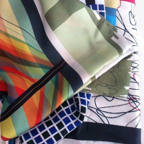 | delírios chegando •  | @o_delirio #surfacedesign #estampa #estamparia #lenços #acessórios #moda #charme #desejo: