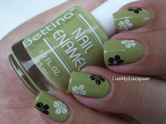 LuvMyLacquer: Floral Mani With Bettina Ortensia  http://luvmylacquer.blogspot.co.uk/2012/05/floral-mani-with-bettina-ortensia.html