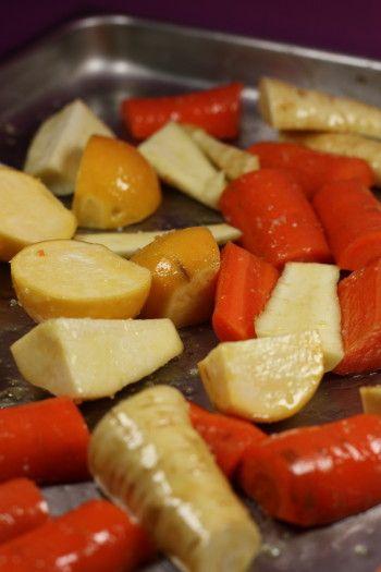 Comme le dit Nawal les légumes racines au four c'est LE truc des chefs de l'hiver car on en voit partout. Et puis en plus, c'est super simple à faire, alors tant qu'à faire,…