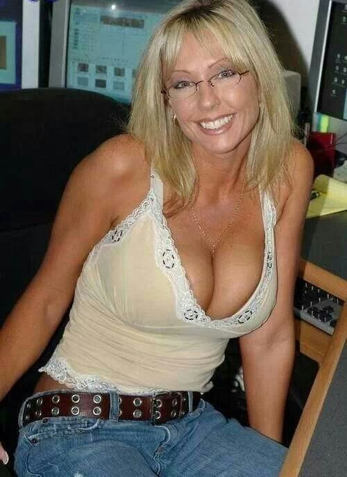 Busty hotties Naked cougar