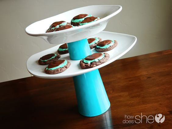 Recycle old dishes to make new ones! Love this cupcake stand!