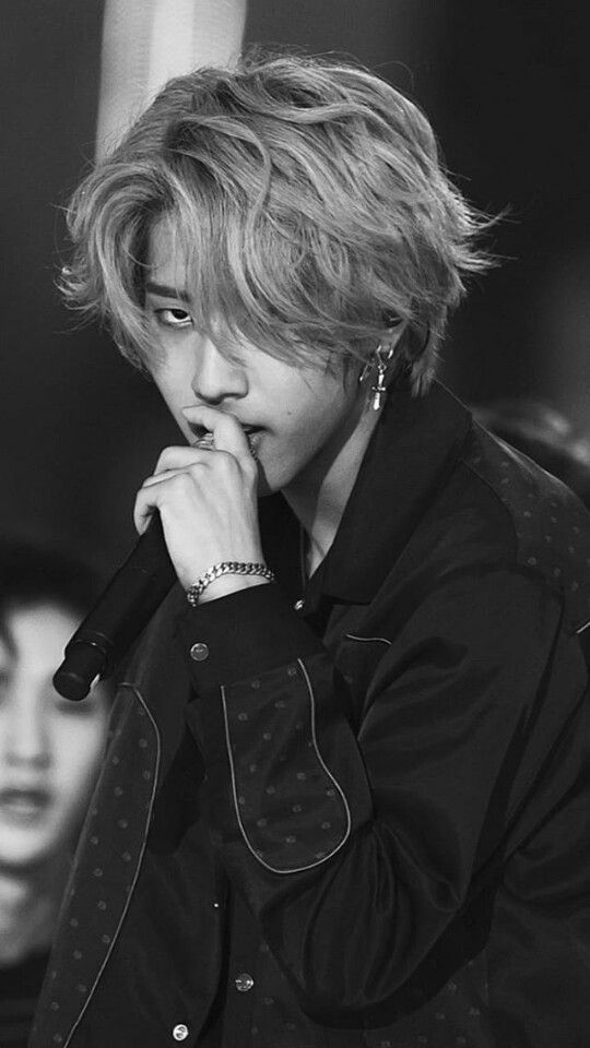 Why Are Mullets Popular When This Could Have Been The Look Among Idols Felix Stray Kids Kids Baby Squirrel