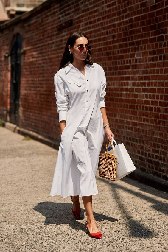 Classic all white look  | For more style inspiration visit 40plusstyle.com