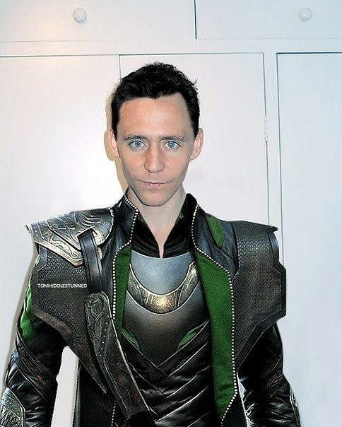 Noooo His Beautiful Hair Loki Whyyyyy Loki Tom Hiddleston Loki Tom Hiddleston