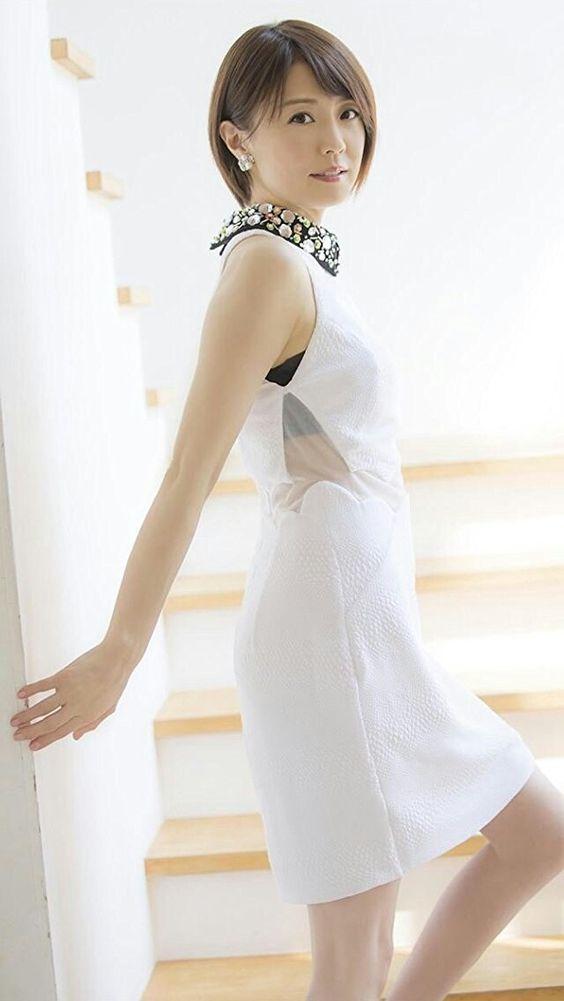 小林麻耶透けてるファッションで大人かわいい画像