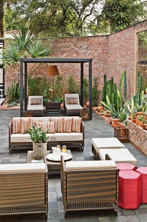 Decoração projeto área externa varanda jardim - sofá poltrona (Projeto: Gilberto Elkis | Foto: Edison Garcia)