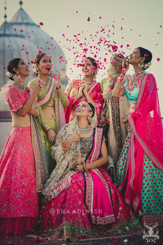 Begums of Shahjahanabad #bridalphotographyposes Begums of Shahjahanabad - Shaadiwish #shaadiwish #indianwedding #bridesmaidsphotoshoot #bridesmaidsshoot #bridesmaidsshootideas #uniquebridesmaidsshoot #lehenga #lehengatrends