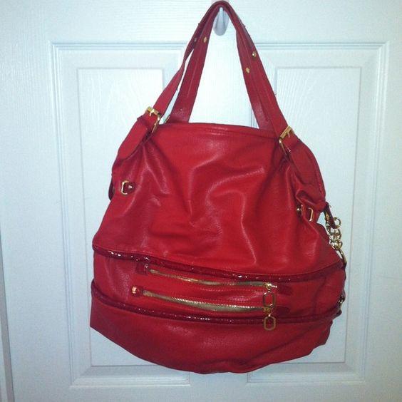 Beautiful Red Shoulder Bag Red Shoulder bag worn only a few times. Bags Shoulder Bags