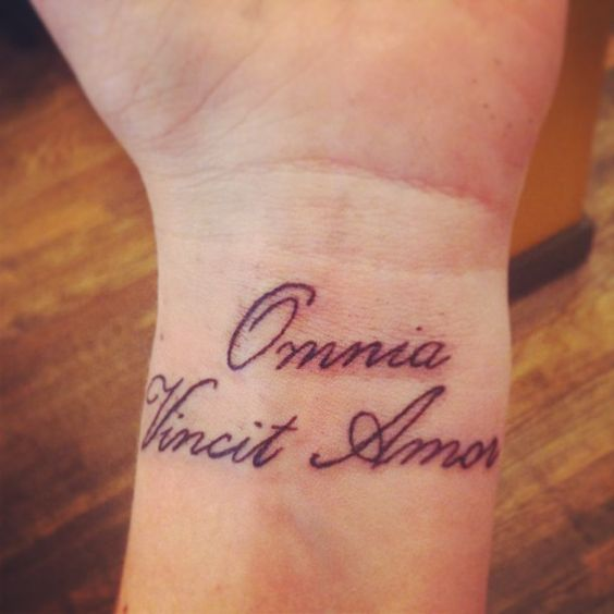 omnia vincit amor wrist tattoo tattoos for girls and some for the fellas pinterest love. Black Bedroom Furniture Sets. Home Design Ideas