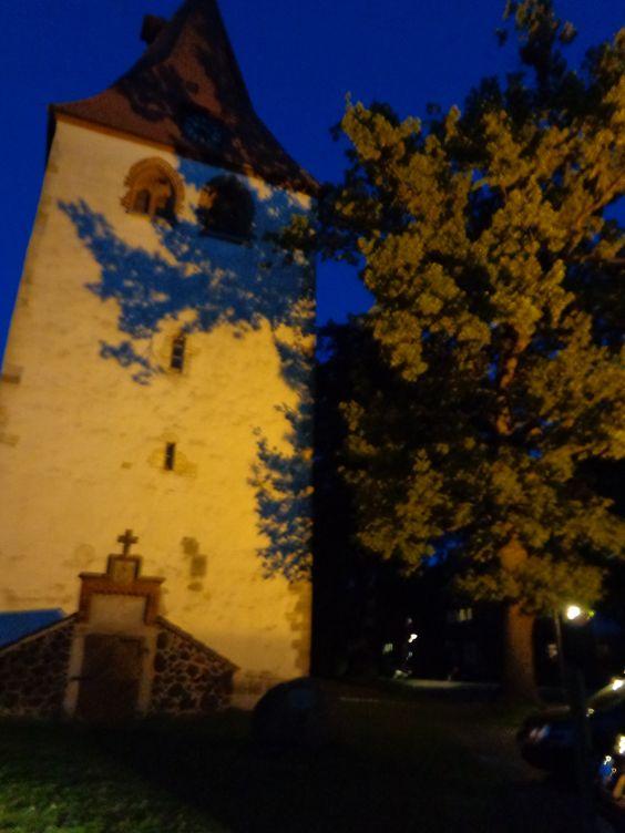 Besuch in Isernhagen KB- April 2014- Die alte Dorfkirche in der Nacht