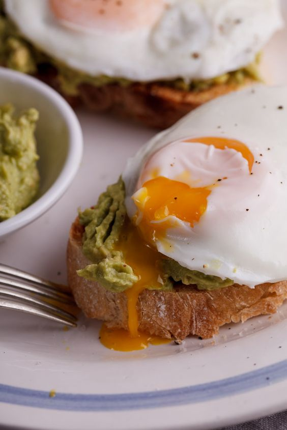 Easy poached egg & smashed avocado toast