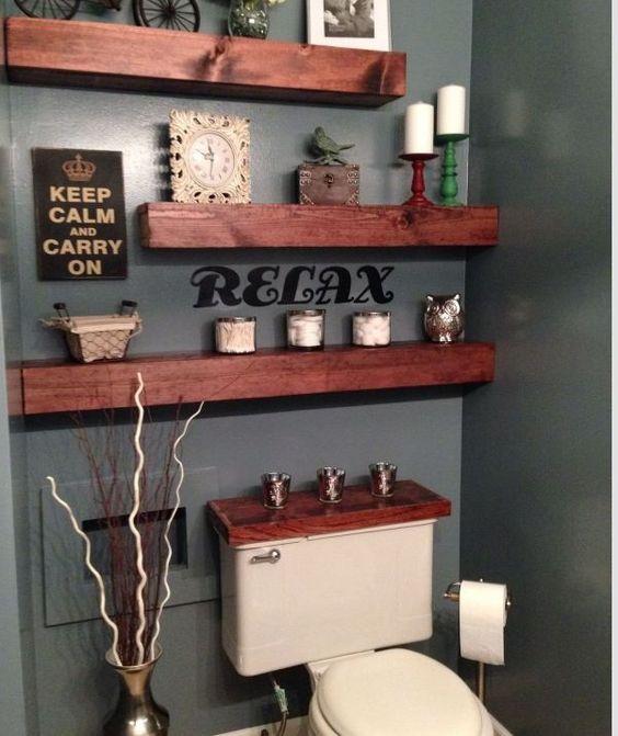 De magnifiques tablettes en bois massif dans la salle de - Tablette salle de bain ...