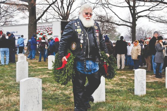 Truckers help honor fallen soldiers through Wreaths Across America - Road King Magazine