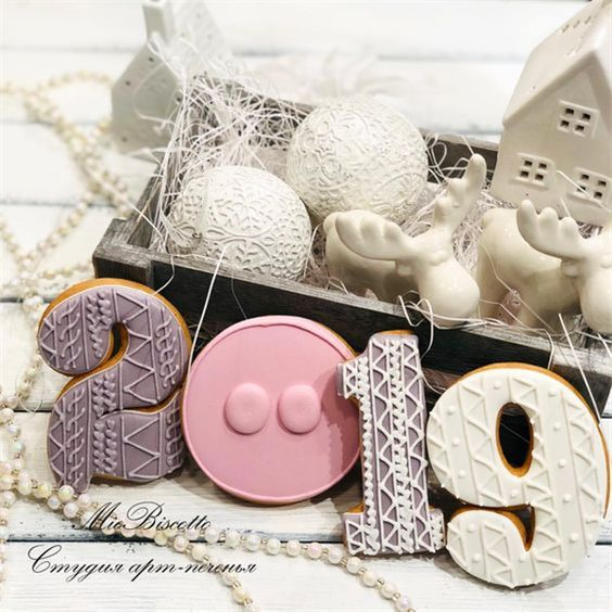 2019 Happy New Year Cookies to Celebrate with Families; New Year's Eve Cookies; Happy New Year; 2019 Cookies; Pig Cookies; #Sumcoco