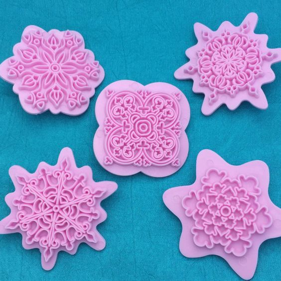 You will love designing with these beautifully detailed mandala designs. They are super detailed and easy to use. Just press into the clay- this is a texture marker, not a cookie cutter. There are 5 g