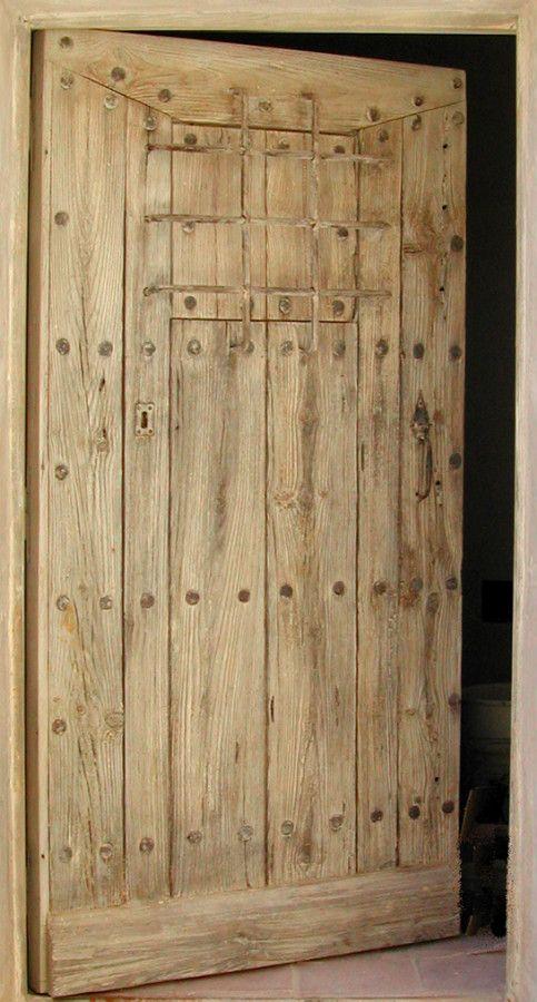 Entr e rustique avec barreaux bois vieilli portes d for Poncer porte bois
