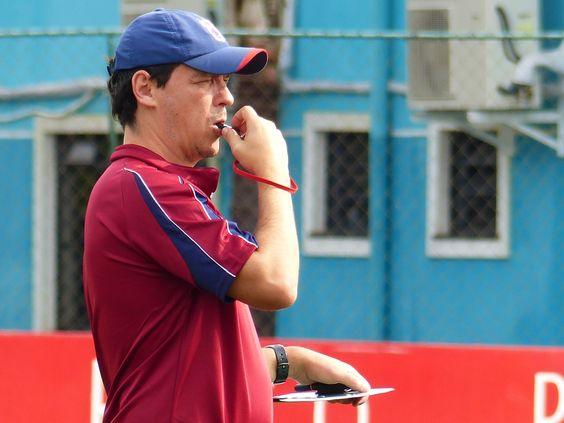 Mesmo com mudanças, Diniz tenta manter estilo de jogo do Paraná  #globoesporte