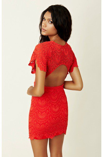 This looks like the dress from the Bachelor that Leslie was wearing! Want it!