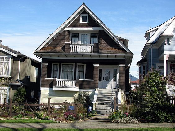 This fine craftsman style home was constructed in 1911 by for Carpenter style homes