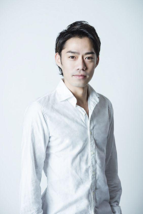 白シャツの高橋大輔さん