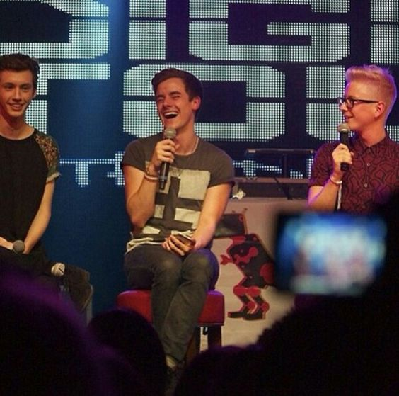 Tyler Oakley And Troye Sivan Kiss Connor Franta ...