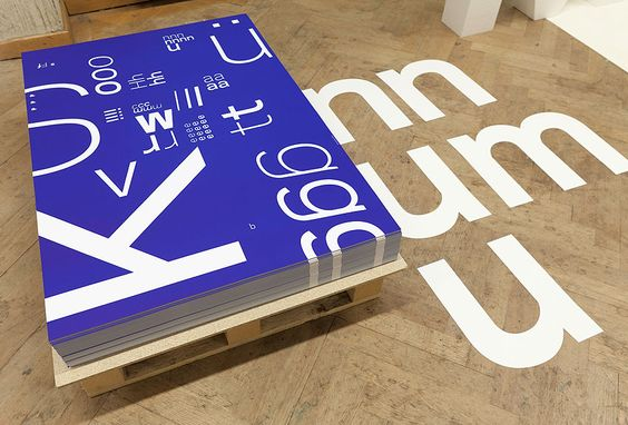 3683 ist eine 3D-Studie und Installation über Raum, Typografie, typografische Praxen, Materialität, Proportionen und 3683 Buchstaben.