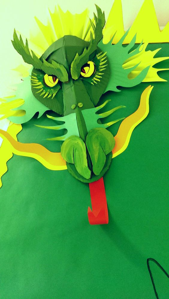 Maverick dragons bulletin board this intimidating dragon for Dragon crafts pinterest
