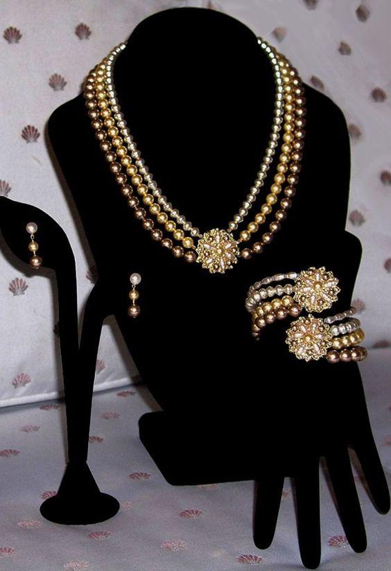 Ils créent avec des pierres en Cristal Swarovski - Margaret Schindel - Collier, Bracelet et Boucles d'oreilles - Perles d'eau douce et Cuivre jaune.