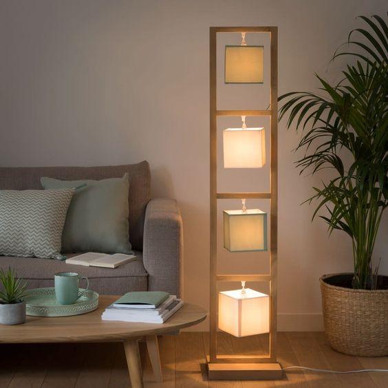 Stehlampe aus Eichenholz mit 4 Lampenschirmen, H150 Flora
