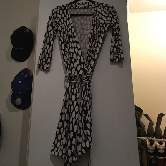 Beautiful Diane von Furstenberg  Wrap Dress Beautiful black and white DVF classic wrap dress Diane von Furstenberg Dresses