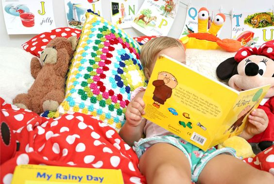 Reading nook designed by Tiny Little Pads. Instead of floor mats and cushions, opt for a queen size mattress. This gives you an extra guest bed in your house!  #tinylittlepads @tinylittlepads www.tinylittlepads.com
