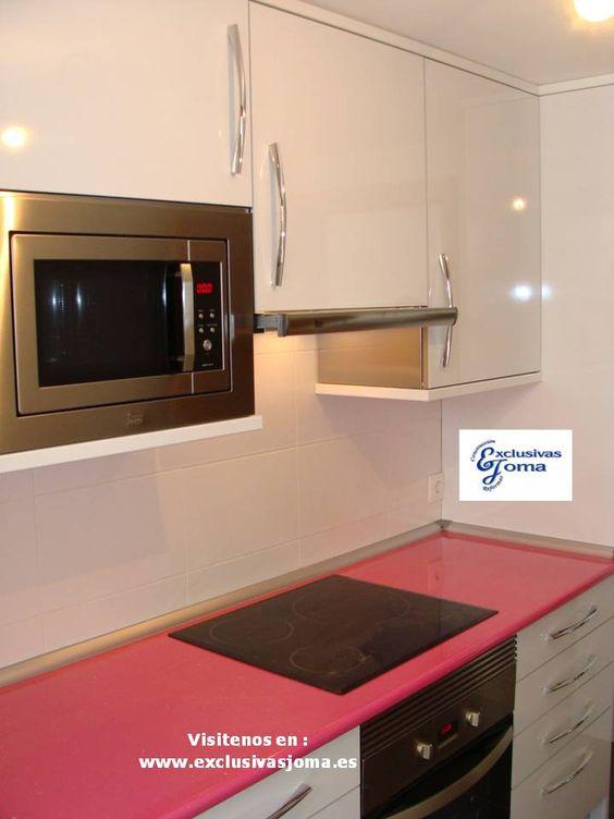 Muebles de cocina a medida en color blanco alto brillo con - Medida encimera cocina ...